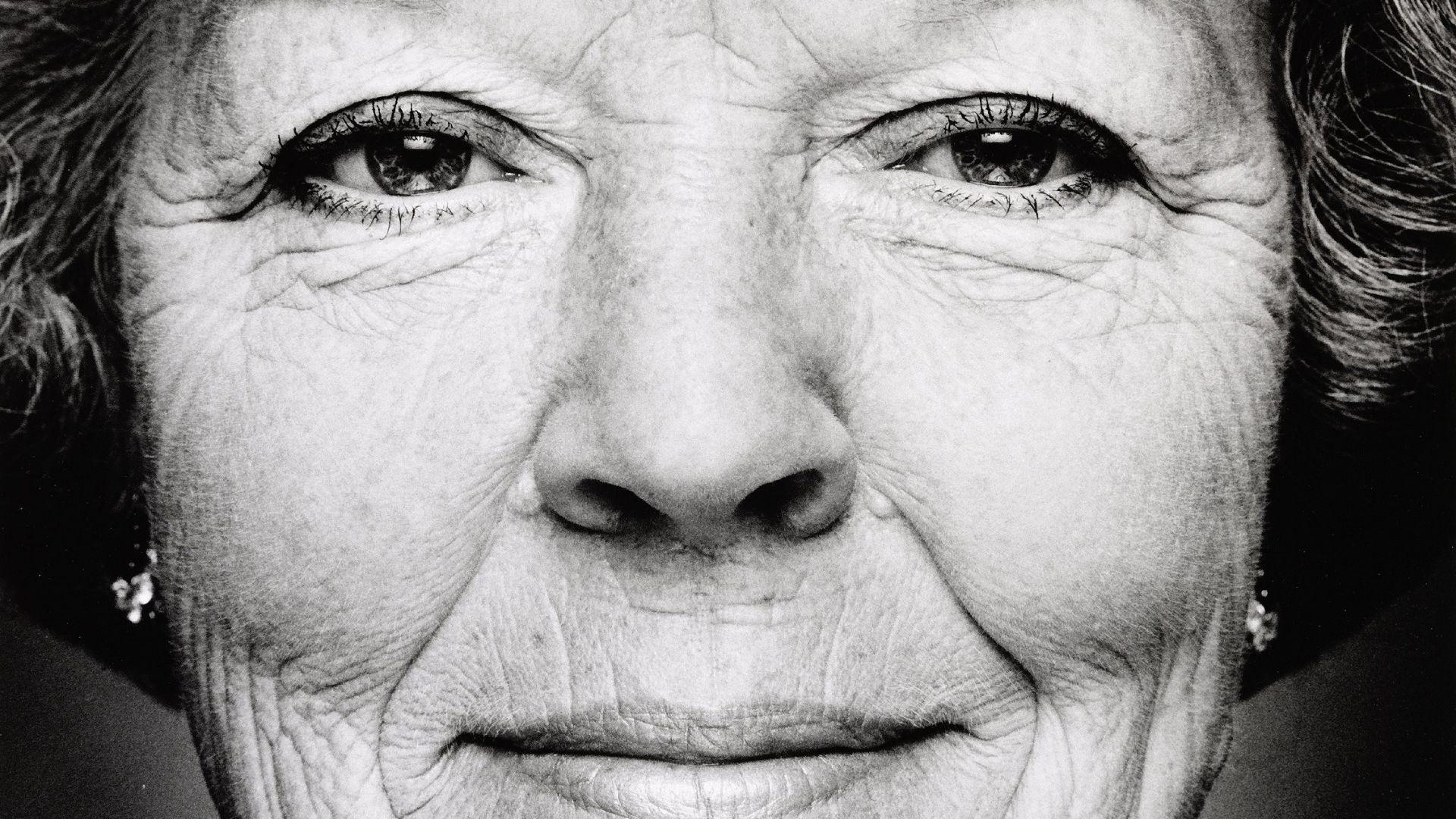 Portret van Beatrix, koningin der Nederlanden - geboren te Soestdijk, 1938